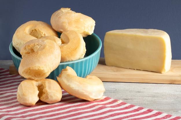 Biszkopt serowy (biscoito de queijo). typowa brazylijska przekąska.