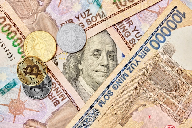 Bitcoin i ethereum kryptowaluty monety dolar amerykański i sumy uzbeckie closup vie
