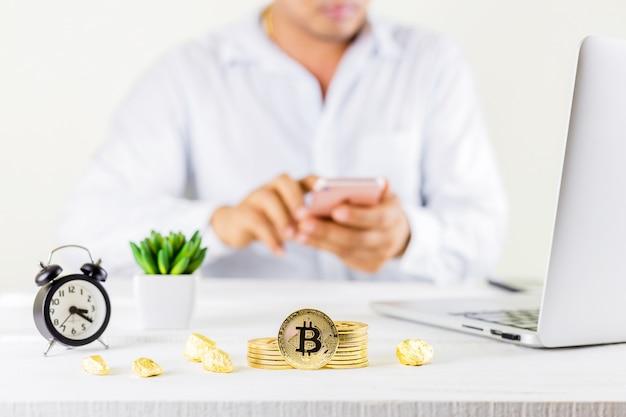 Bitcoin moneta złote monety w słoik
