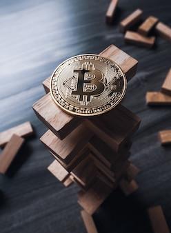 Bitcoin na wieży drewnianych bloków.