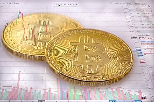 Bitcoin to złota moneta i nieostre tło graficzne