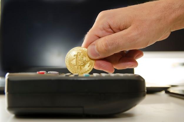 Bitcoin używany jak karta kredytowa nowa koncepcja płatności