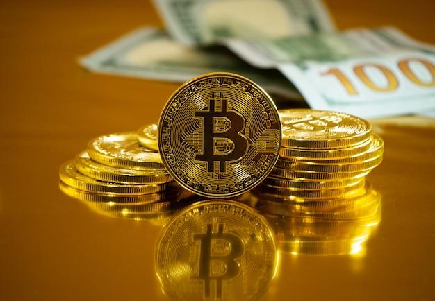 Bitcoin. waluta kryptograficzna złoto bitcoin, btc. zdjęcia makro monet bitcoin. technologia blockchain, koncepcja wydobywania bitcoinów.