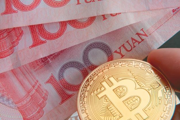 Bitcoinowa wymiana złotych monet z banknotem pieniężnym