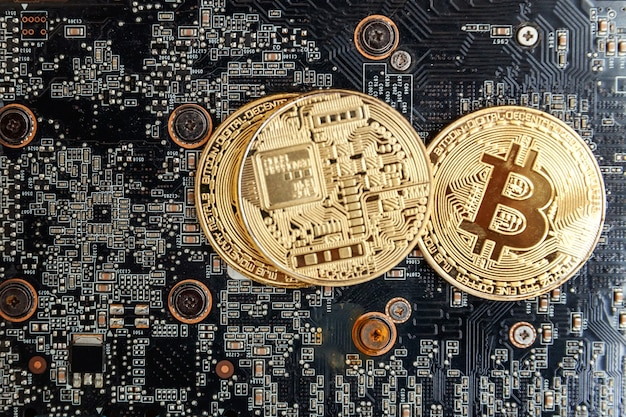 Bitcoiny leżą na karcie graficznej, koncepcja wydobywania