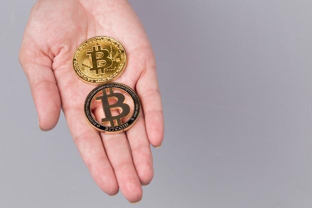 Bitcoiny na dłoni