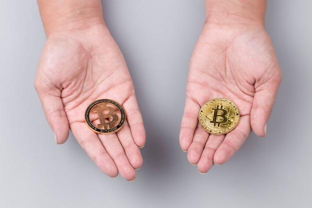 Bitcoiny na rękach