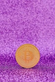 Bitcoiny z wykresem candle stick i cyfrowym