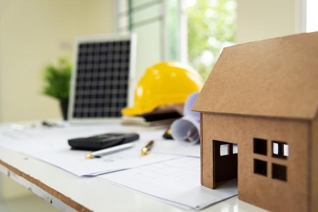Biurko architektów solar green powered home green dla zmniejszenia globalnego ocieplenia.