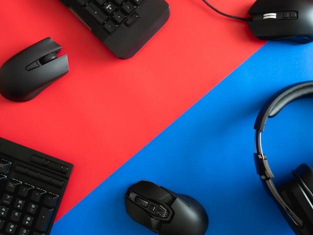 Biurko do gier z klawiaturą, myszą i słuchawkami