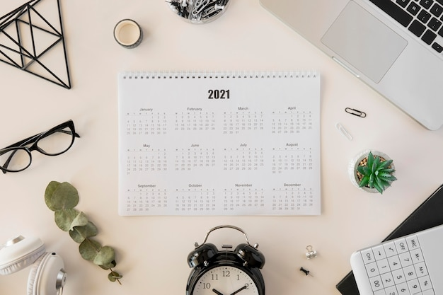 Biurkowy kalendarz 2021 z widokiem z góry