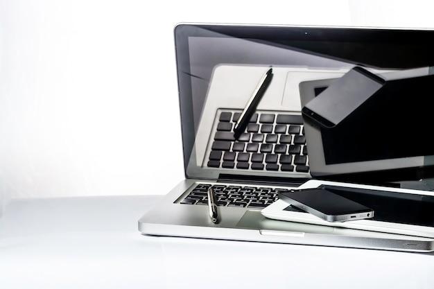 Biuro, komputer, tablet, smartfony, notebook