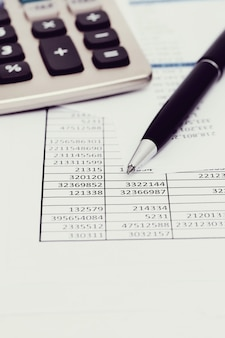 Biuro z dokumentami i kontami pieniężnymi