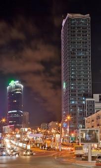 Biurowce w kijowie nocą