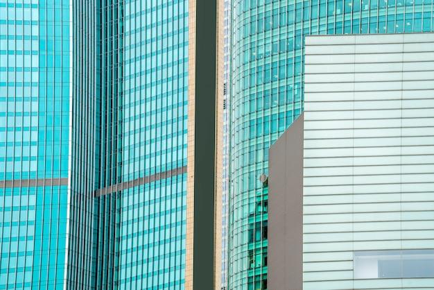 Biurowe okna wieżowców w szanghaju