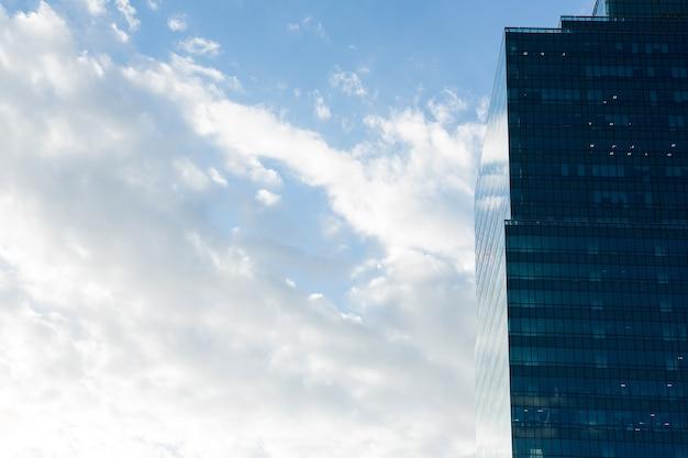 Biurowe wieżowce w dzielnicy biznesowej