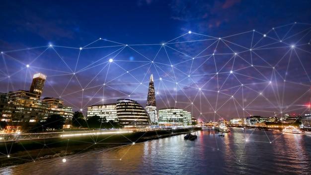 Biurowiec w londynie dla koncepcji sieci i przyszłości
