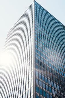 Biurowy szklany budynek biurowy