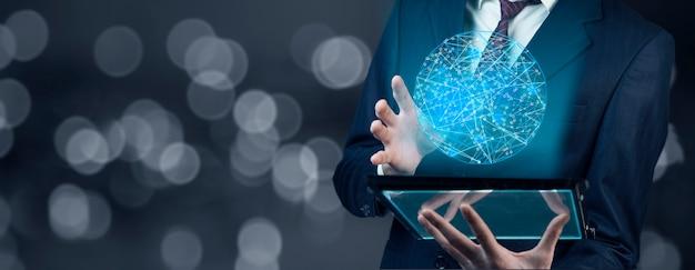 Biznes człowiek ręka tablet z globalnym połączeniem sieciowym