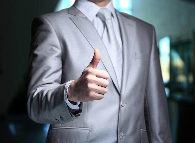 Biznes człowiek ręka z kciukiem do góry