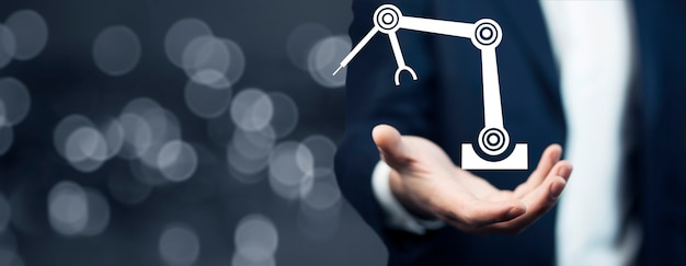 Biznes człowiek trzyma ikonę robota, inteligentna koncepcja przemysłu