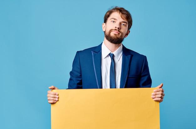 Biznes człowiek żółty baner reklamowy prezentacji