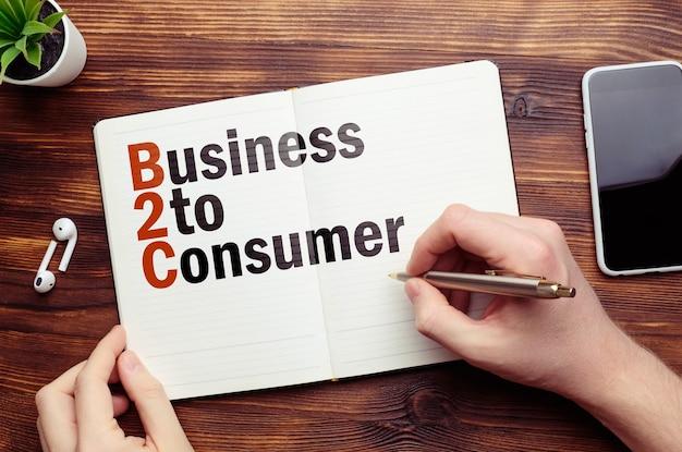 Biznes do konsumenta na notebooku.