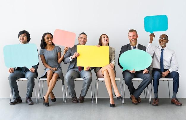 Biznes drużyna mowy bańka gospodarstwa koncepcja