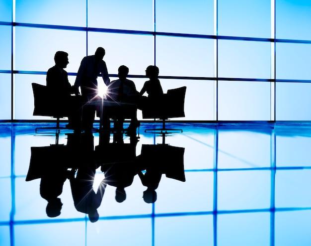 Biznes drużynowy dyskusi spotkania komunikaci pojęcie