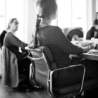 Biznes drużynowy spotkanie brainstorming wpólnie pojęcie
