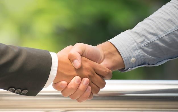 Biznes handshake pokaz pracy zespołowej dla sukcesu firmy