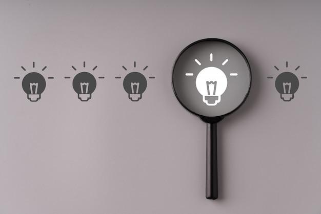 Biznes i strategia dla koncepcji kreatywnej i pomysłu z lupą