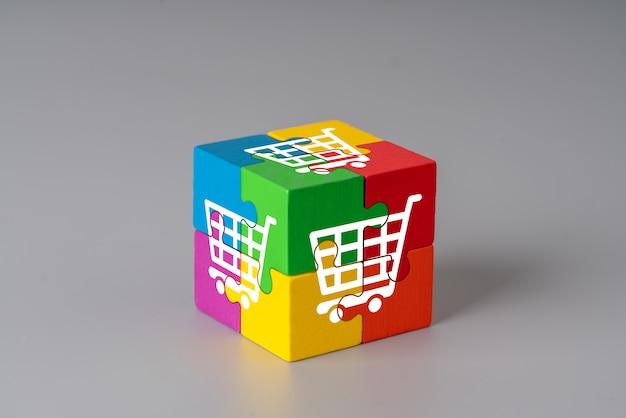 Biznes i strategia na kolorowych kostkach układanki