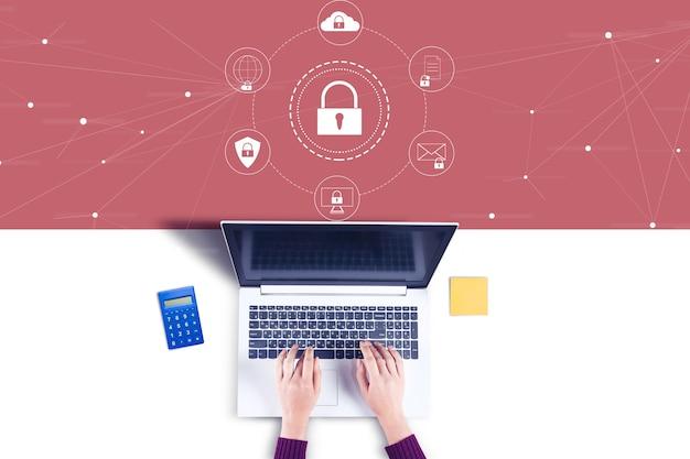 Biznes kobieta pracuje w ikony komputera i kłódki