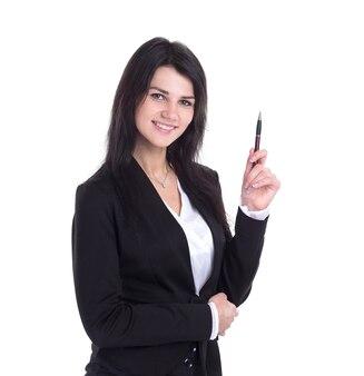Biznes kobieta wskazując piórem na przestrzeni kopii. na białym tle na białej ścianie