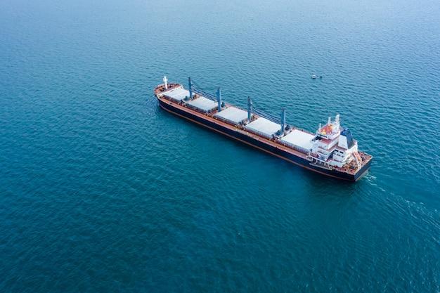 Biznes wysyłka eksportowa ładunków eksport międzynarodowy strach na otwartym morzu