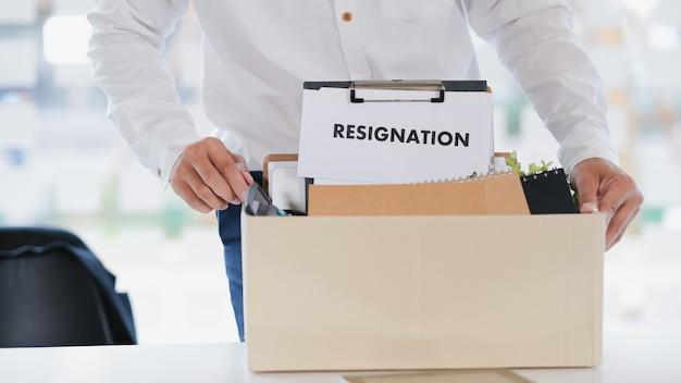 Biznes zmiana pracy, bezrobocie, rezygnacja.