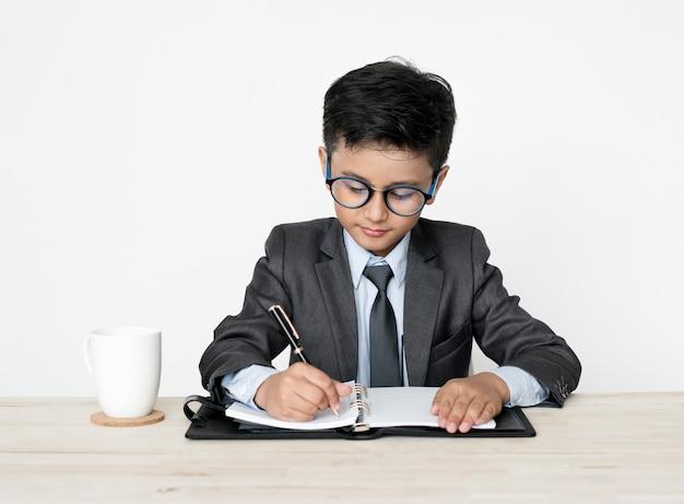 Biznesmen chłopiec zawód marzeń młodą pracę
