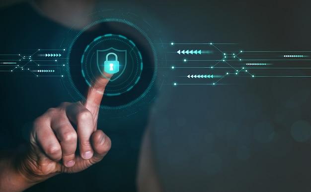 Biznesmen chroniący dane osobowe informacje