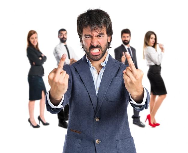 Biznesmen co róg gestu na bia? ym tle