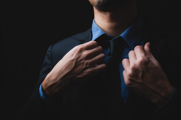 Biznesmen czarny garnitur, mundur dla ludzi biznesu