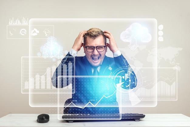 Biznesmen człowiek jest wściekły i zły na komputer