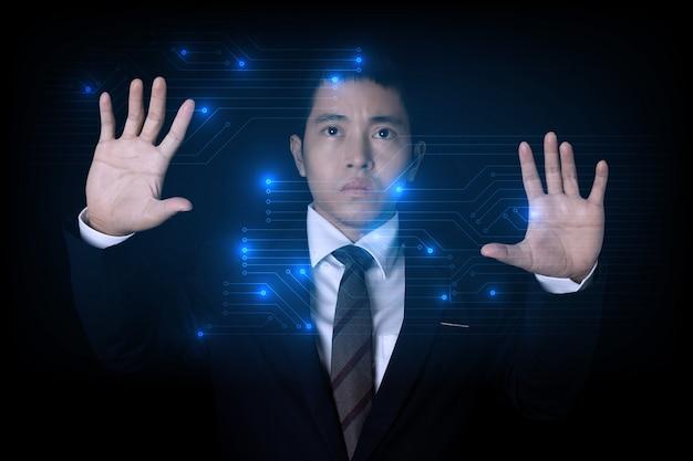 Biznesmen dotykając obwodu hi tech łączenia danych innowacji technologii. koncepcja biznesu w zakresie innowacji technologicznych.