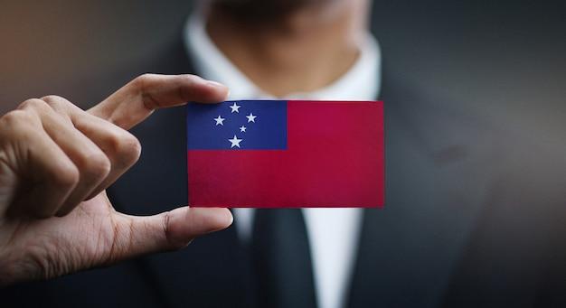 Biznesmen gospodarstwa karta flaga samoa