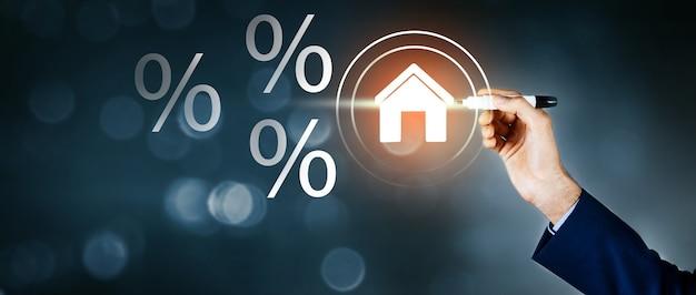 Biznesmen i ikona procentu z domu