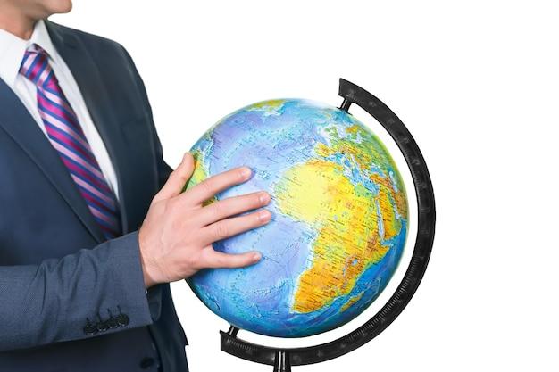 Biznesmen i kula ziemska. dotknij planety. ręka postępu. zakręć tym światem.