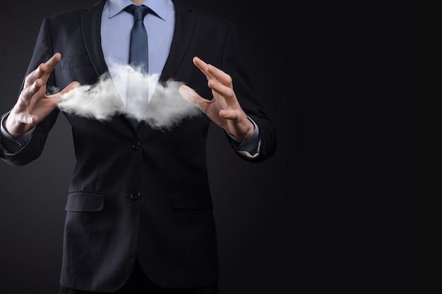 Biznesmen mężczyzna ręka trzyma chmura.cloud computing koncepcja
