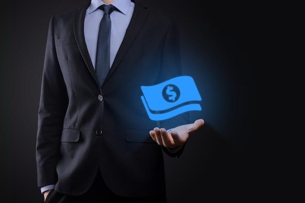 Biznesmen mężczyzna trzyma ikonę monety pieniędzy w jego ręce.