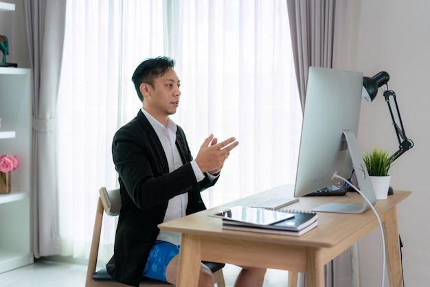 Biznesmen o spotkanie wideo