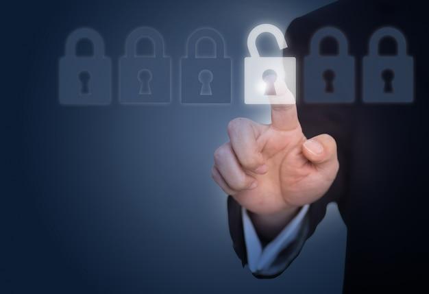 Biznesmen odblokowanie blokady na ekranie dotykowym